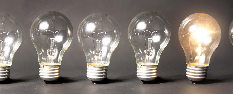 Burnout Test und Beratung mehrere Glühbirnen eine leuchtet