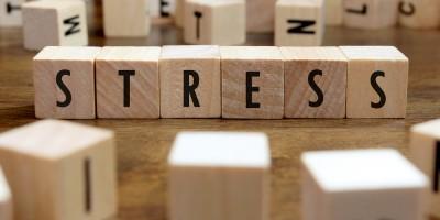 Wenn der Stress zu viel wird, Stress aus Holzwürfel geschrieben